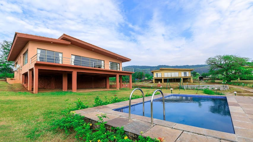 Shivom 3  Pool with Panoramic views by Vista rooms