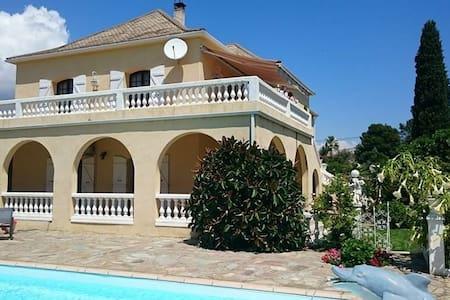 villa avec piscine / jacuzzi /8 min de la plage - ボルゴ (Borgo)