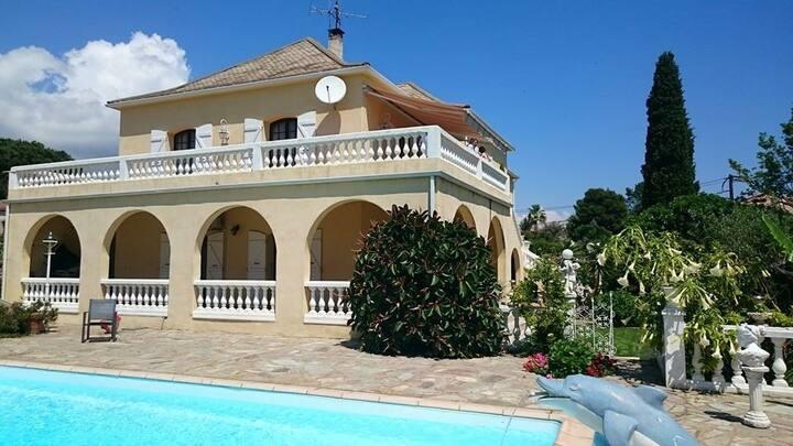 Villa avec Piscine a 10 min de la Plage