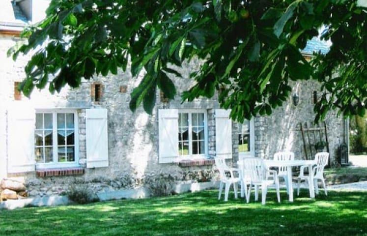 Gîte Rural  de charme à la campagne -   Attray, Centre-Val de Loire, FR - Huis