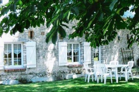 Gîte Rural  de charme à la campagne -   Attray, Centre-Val de Loire, FR - Casa