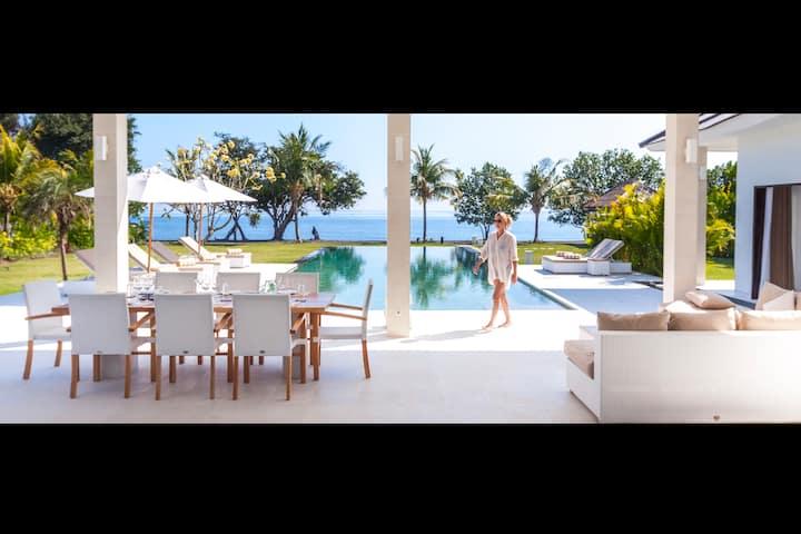 Modern beach villa Lovina Bali: Villa Mathan