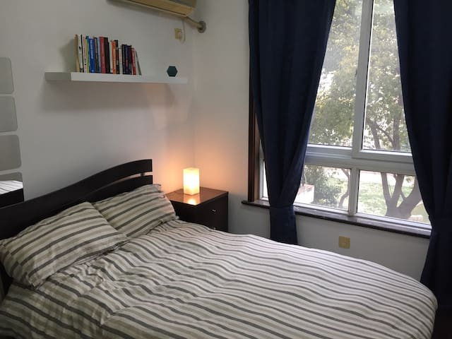 Bright and Comfortable Bedroom - Downtown Flat - Shanghai - Appartement