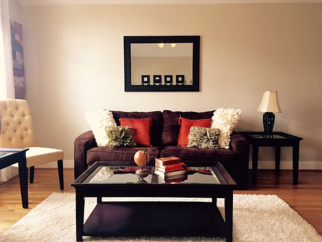 Entire Home - Ruby Red 6 Sleeper - Houston - Condominium