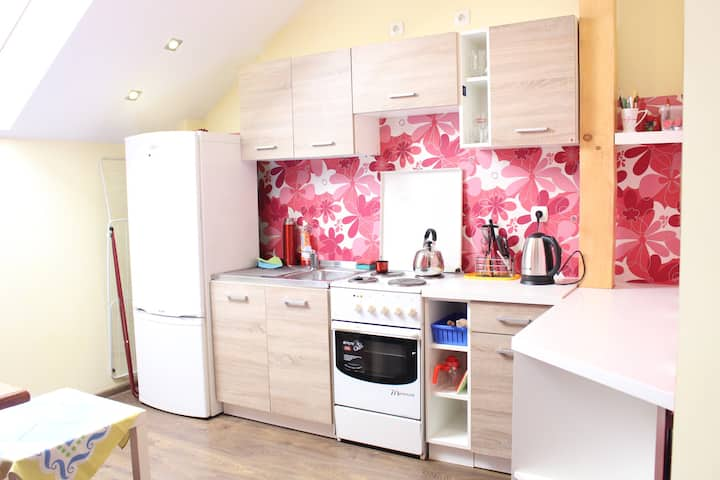 ☺5 bedroom 11 prs - close to the Train Station