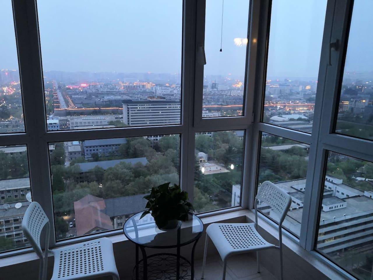 主卧阳台外城墙夜景