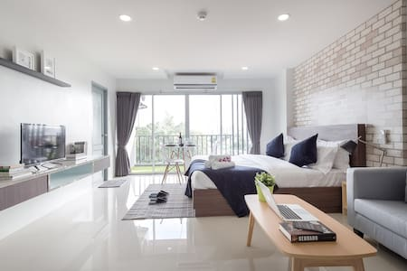 New Modern Apt near MRT Ratchada(Cosy environment) - Bangkok