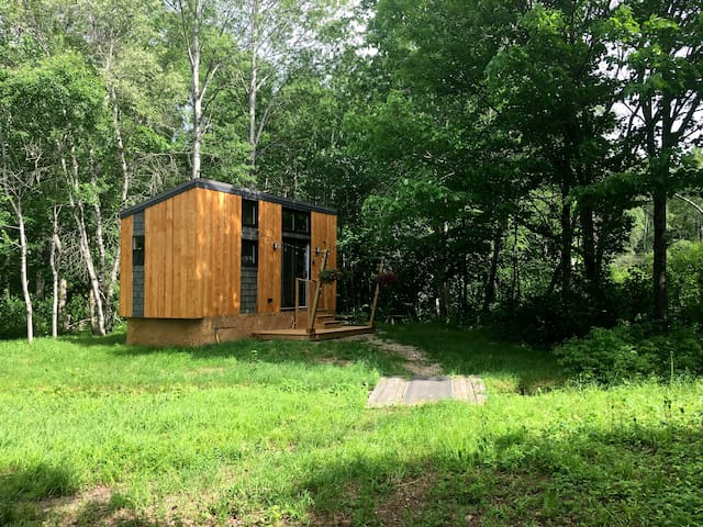 TINY HOUSE IN PRIVATE, WOODED SETTING