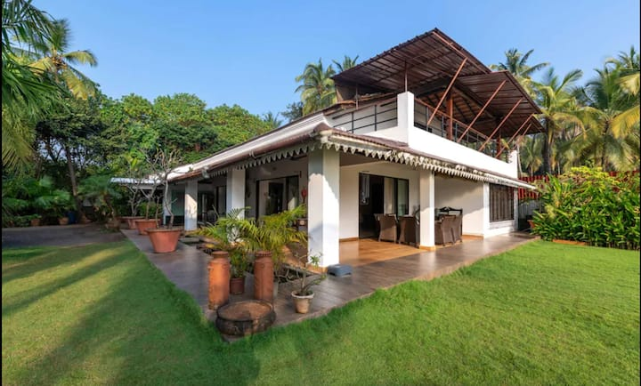 Travalong Wings On Water - Luxurious 4 Room Villa