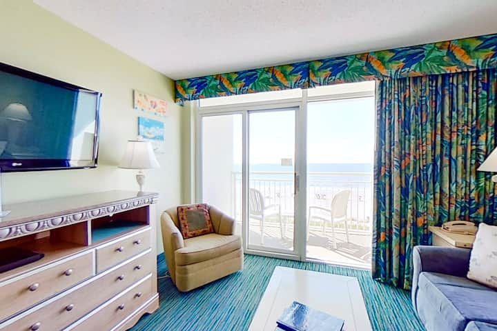 4th floor ocean view condo w/ free WiFi, shared pool, central AC, balcony