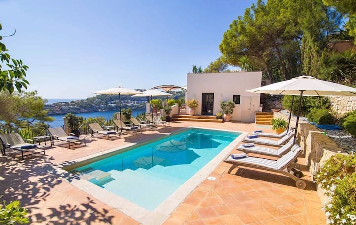 Exclusive villa with a panoramic sea view 12 beds
