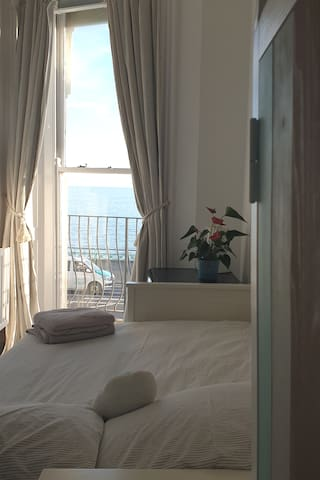 Front bedroom with sea view
