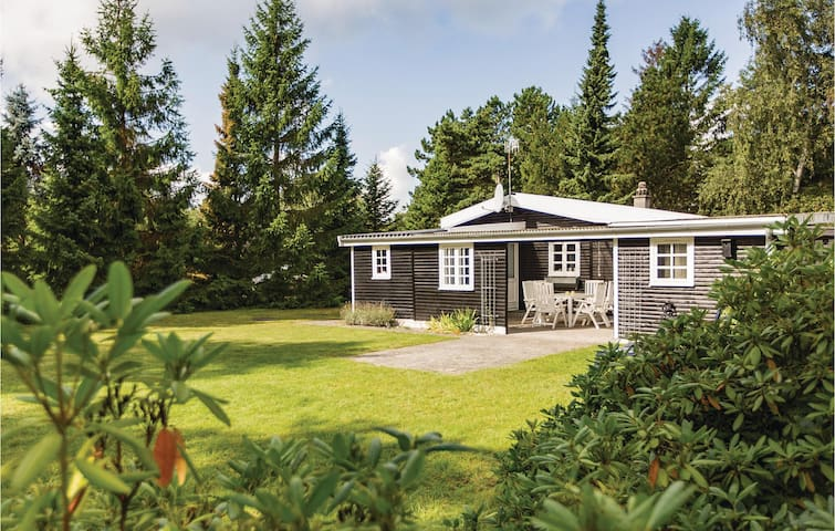 Holiday cottage with 2 bedrooms on 84m² in Højby