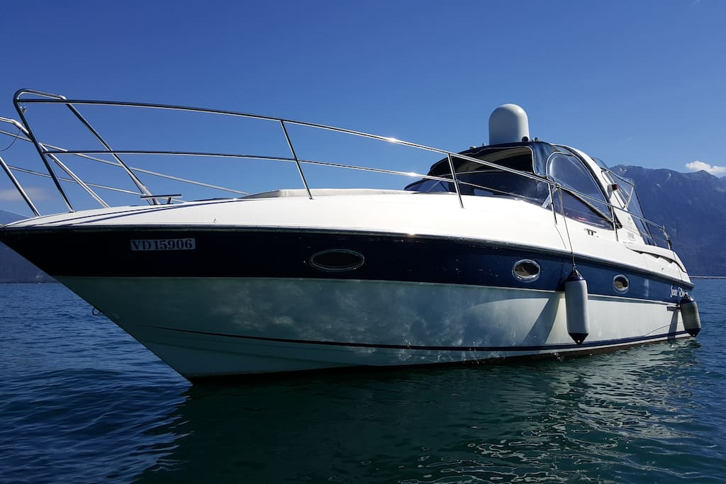 Your 50 m2 yacht for excursions and discovery of the lake geneva.