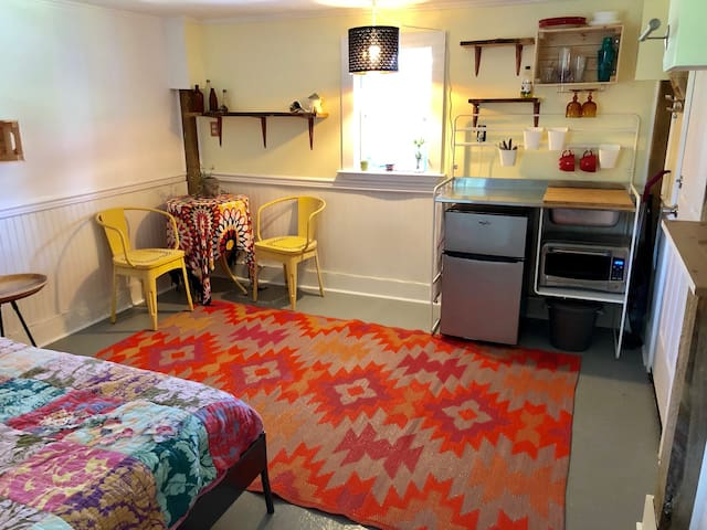 Boho Beach Studio 1 1/2 blocks from the beach!