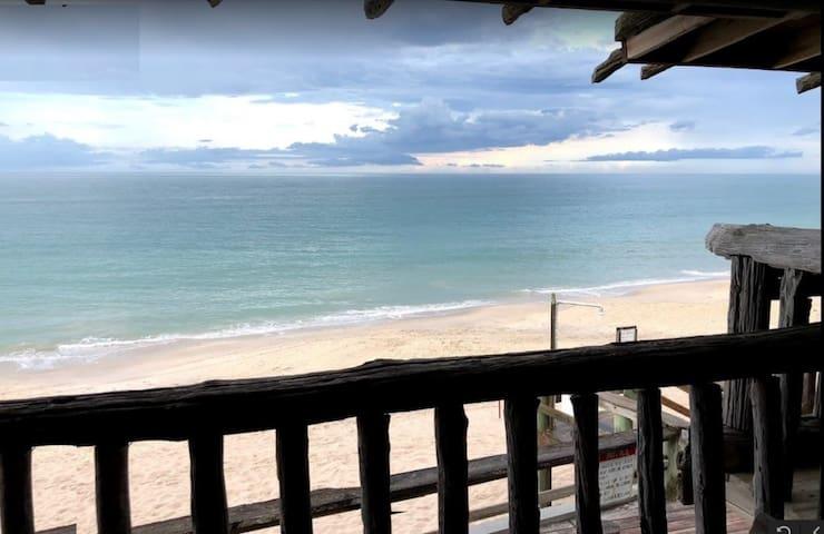 Driftwood Inn - Oceanfront 1BR/1BA
