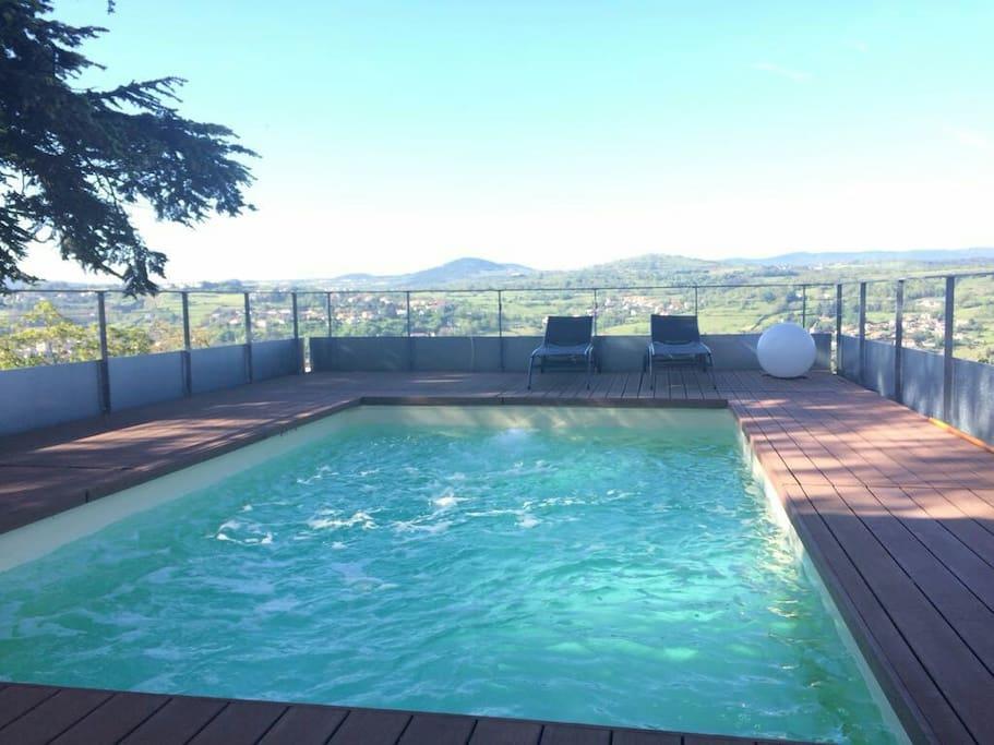 Studio ind pendant vue piscine appartements en for Piscine saint marcel