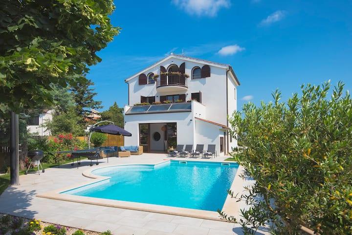 Villa Andrija  by the sea with big POOL -KIDSPARK