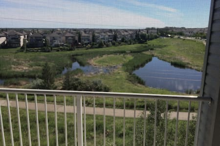 Quiet Condo beautiful wetlands. - Sherwood Park - Appartement