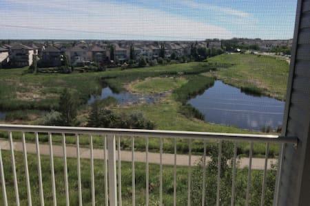 Quiet Condo beautiful wetlands. - Sherwood Park - Ortak mülk