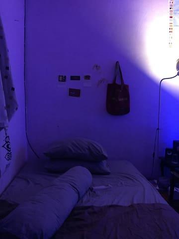 santuy room
