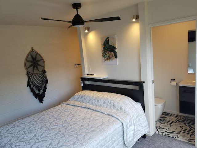Bedroom 3 ocean views smart TV en-suite bath room you can really relax.