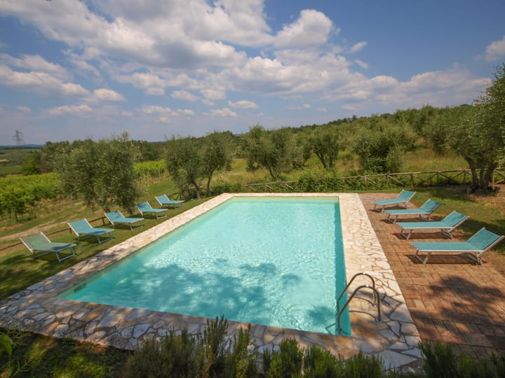 Appartamento piano giardino, piscina wifi