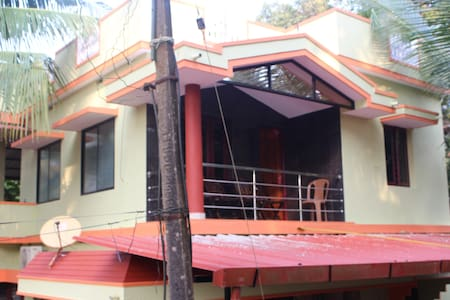 Spacious & cozy 1 BD top floor home - Mangaluru