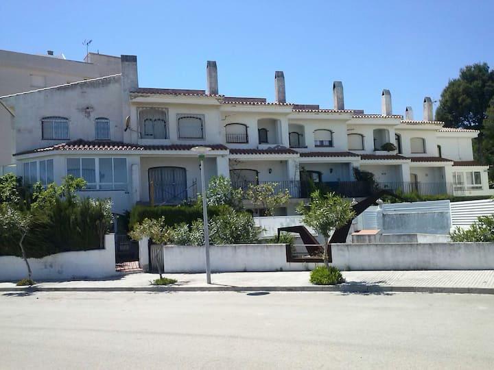 Alquilo casa pareada delante del mar