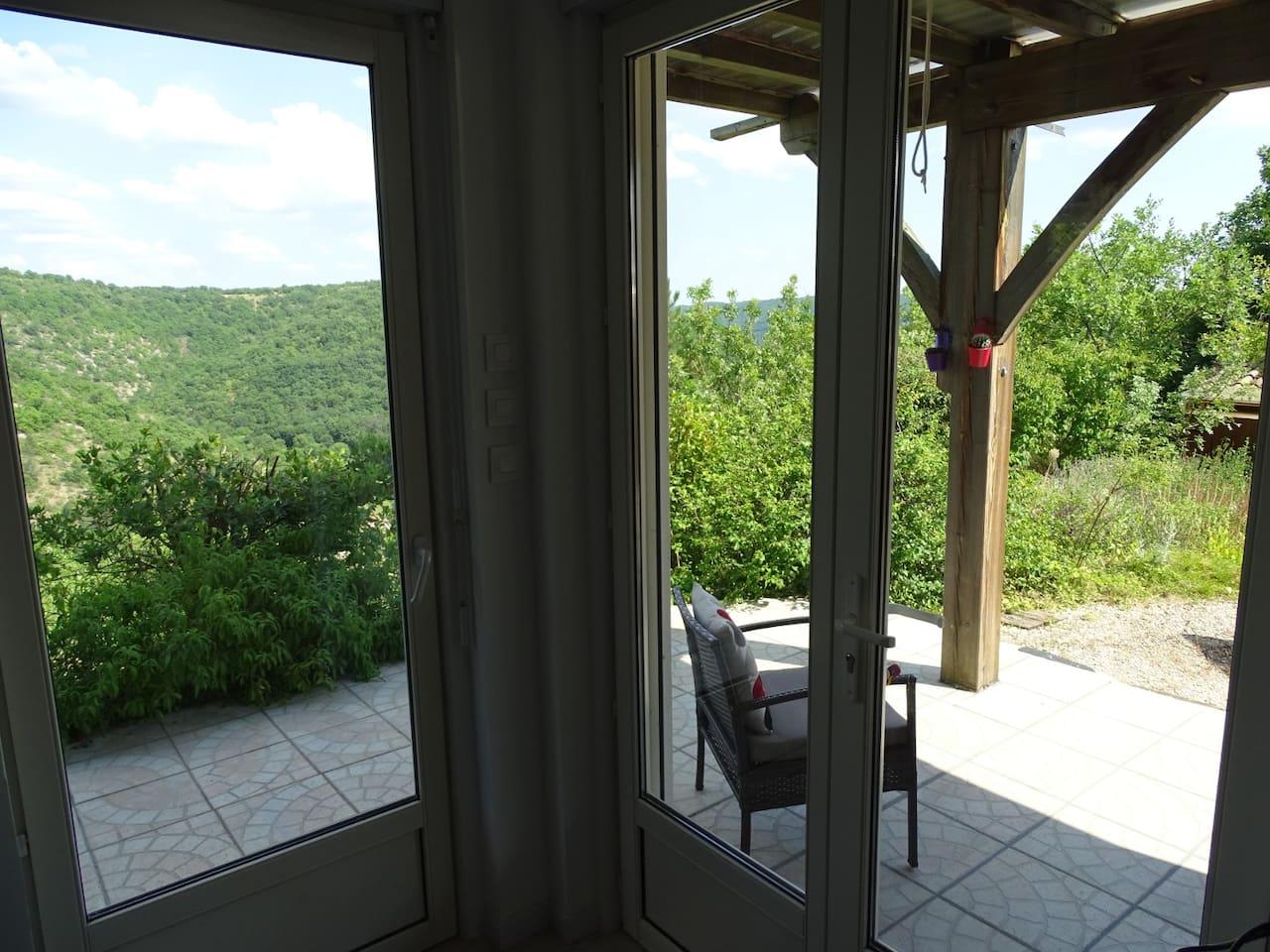 5 km de Cahors studio  dans cadre verdoyant