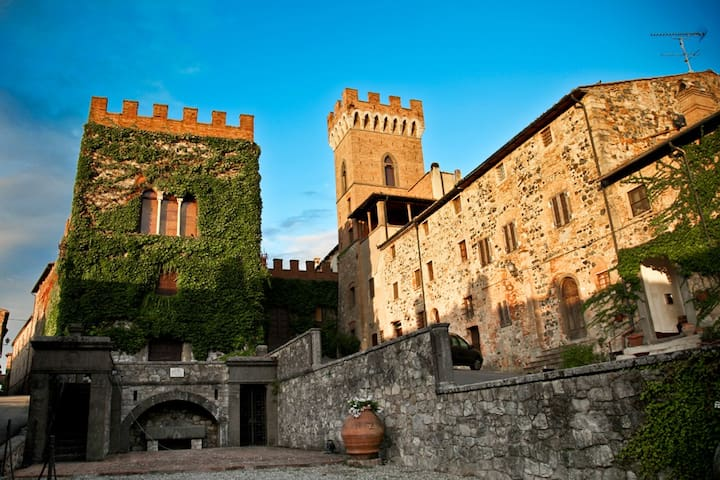 House in a Tuscan village near sea - Querceto - Apartment