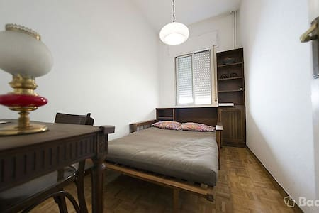 Room with private bathroom in Retiro - Madri