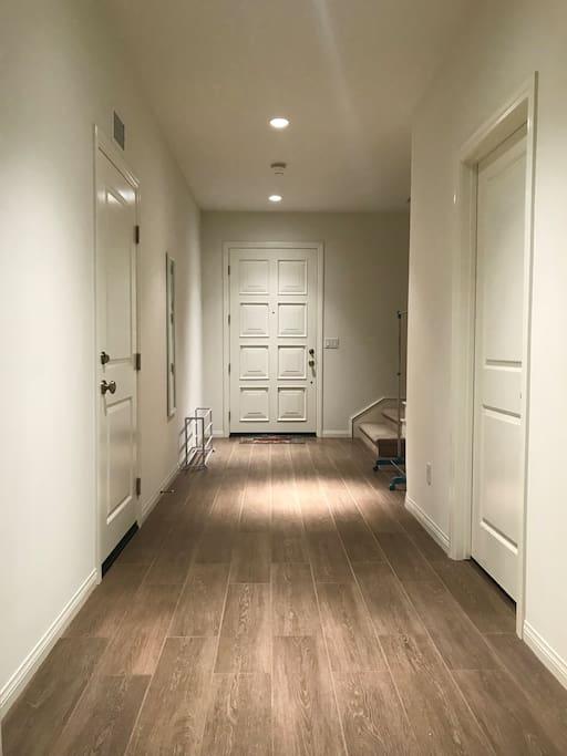 1F Hallway 一楼走廊