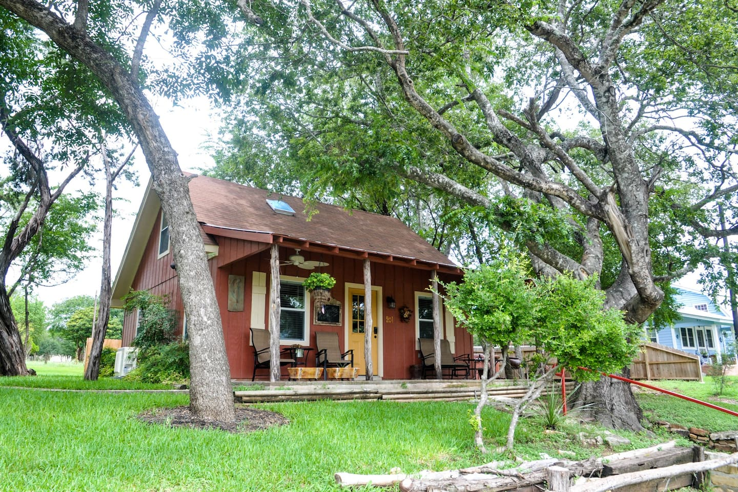 cottage getaway in united a rooms leeway for wimberley cottages cabins sweetheart the texas states rent