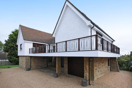Stunning 1960's Designed House Winchelsea - Bed & Breakfast