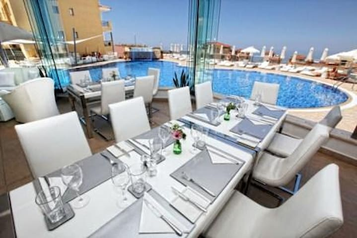 Fancy your own jacquzzi on a roof terrace? - Paphos 8700 - Apartment