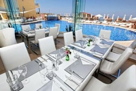 Fancy your own jacquzzi on a roof terrace? - Apartment