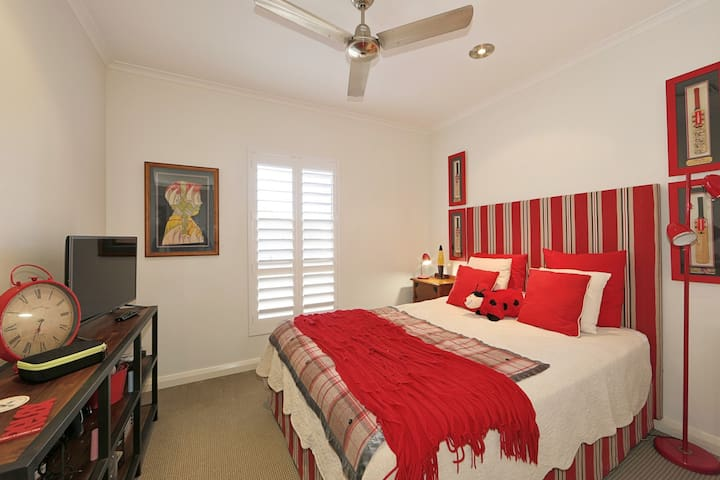 Third ensued bedroom with Queen Sealy ensemble.  Luxury bedding, ceiling fan and ducted air-conditioning.