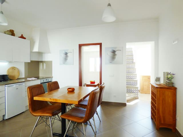 Charming house in Old Town, next to beach & centre - Albufeira - House