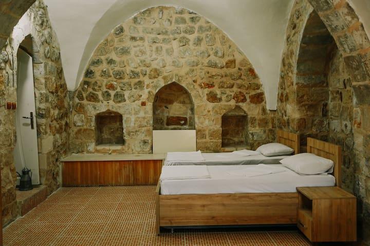 2. Oda, 2 tek kişilik yatak.