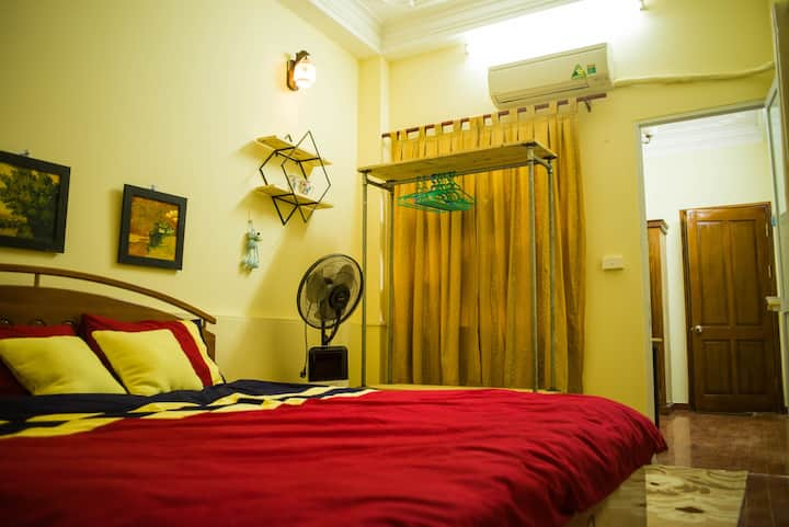 Tiny&Tom House® Comfy Family Room w Balcony