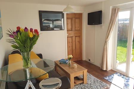 Ideal Getaway Apartment, Close to Beach & Goodwood