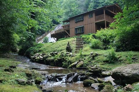 Unique Waterfall Cabin