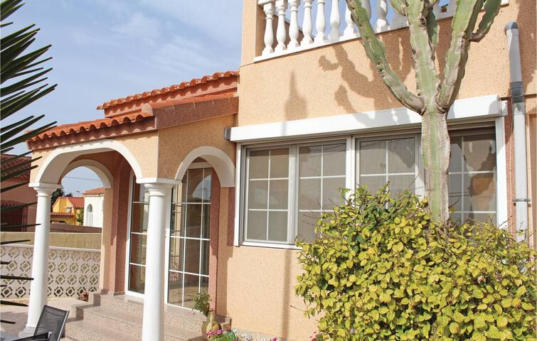 Holiday cottage with 2 bedrooms on 62 m² in La Marina-Elche
