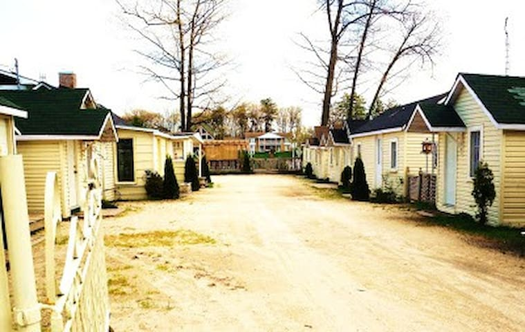 SUN ANGEL COURT , COUPLES CABIN 4 - Wasaga Beach - Cabaña
