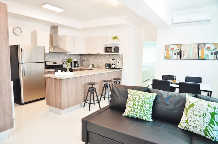 ★★Luxury Condo Best Location Downtown★★