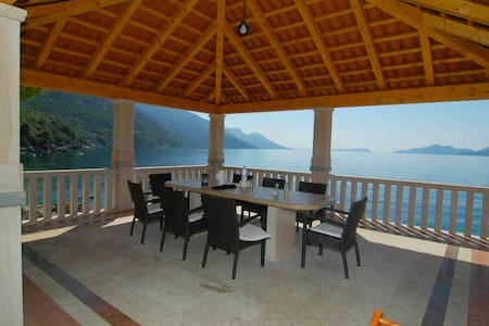 Villa with a private beach - Dubrovnik