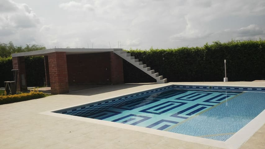 Apacible condominio y piscina Pereira aeropuerto