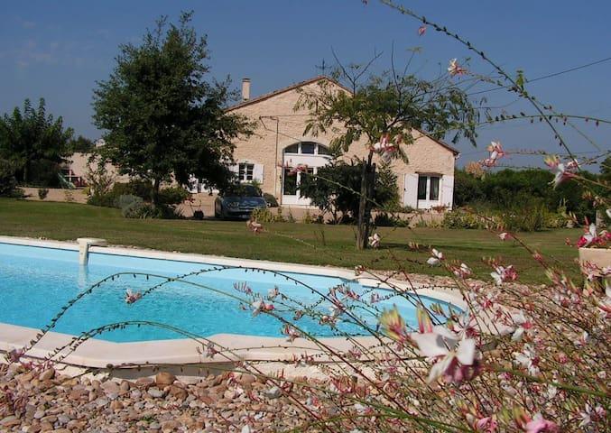 Vaste chambre avec accès privé - Saint-Avit-Saint-Nazaire - Haus