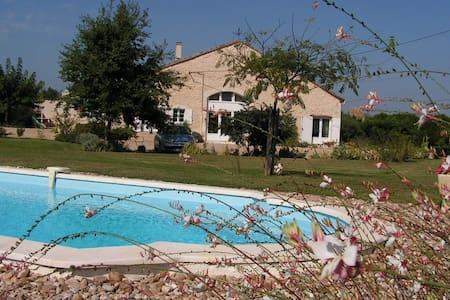 Vaste chambre avec accès privé - Saint-Avit-Saint-Nazaire - Maison